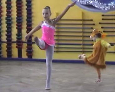 Menina Vestida De Raposa Rouba Atenções Durante Espetáculo De Dança 6