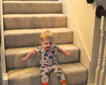 Bebé Ri à Gargalhada Após Descobrir Nova Forma De Descer As Escadas 9