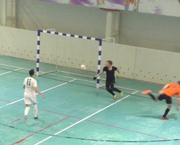 Jogador Derrota Equipa Adversária Depois De Marcar Golo Com.. o Traseiro 5