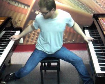"""Talentoso Jovem Toca a Música """"River Flows in You"""" Em Dois Pianos Ao Mesmo Tempo 4"""