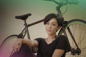 Jovens Fazem Espetacular Versão De Música Da Sia Usando Uma Bicicleta Como Instrumento Musical 10