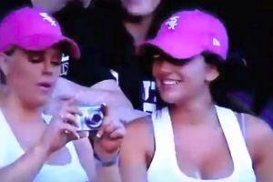 Mulher Passa Por Momento Ridículo Ao Tentar Tirar Selfie Com a Amiga 10