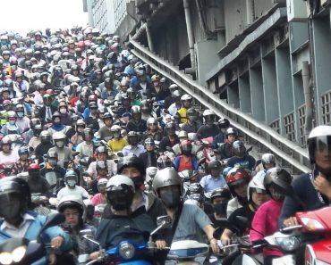 Andar De Moto Para Escapar Ao Trânsito Não é Solução Em Taiwan 5
