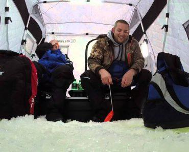 Pescador Azarado Deixa Cair iPhone Dentro De Água Enquanto Pescava No Gelo 3