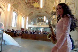 "Talentosa Saxofonista Surpreende Convidados Ao Interpretar ""You Are So Beautiful"" Em Casamento 10"