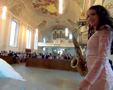 "Talentosa Saxofonista Surpreende Convidados Ao Interpretar ""You Are So Beautiful"" Em Casamento 3"