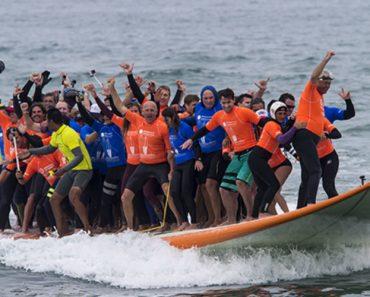 66 Surfistas Batem Record Do Guiness Ao Surfarem Em Prancha De 12 Metros 8