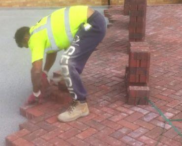 A Rapidez Com Que Este Trabalhador Coloca o Pavimento é Fenomenal 2
