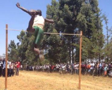 Como Se Pratica Salto Em Altura Numa Escola Secundária Do Quénia 2