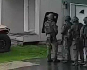 Equipa De SWAT Passa Por Momento Embaraçoso Ao Derrubar Porta De Habitação 6