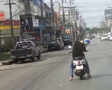 Conduzir Uma Scooter e Dormir Ao Mesmo Tempo é Capaz De Não Ser Boa Ideia 9