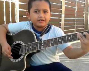 """Criança de 7 anos Faz Impressionante Cover Acústico De """"Nothing Else Matters"""" Dos Metallica 2"""
