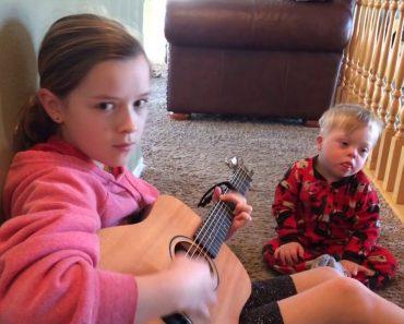 Bebé Com Síndrome De Down Aprende Palavras Ao Ouvir Irmã a Cantar 5