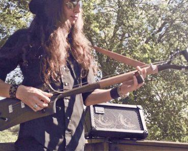 Músico Prova Que Uma Vulgar Pá Se Pode Transformar Numa Perfeita Guitarra De 3 Cordas 6