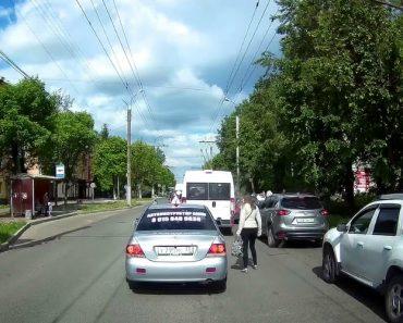 Automobilista Impede Pedestre De Atravessar Estrada Por Estar a Fazê-lo No Lugar Errado 6