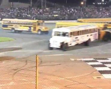 Condutores De Autocarros Escolares Mostram a Sua Destreza Ao Fazerem o 8 Em Invulgar Competição 8