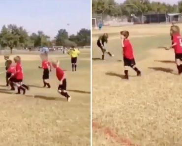 Criança Usa Técnica Futebolística Infalível Para Neutralizar Os Adversários 6
