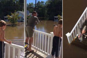 Família Aproveita As Inundações à Porta De Casa Para Pescar o Almoço 10