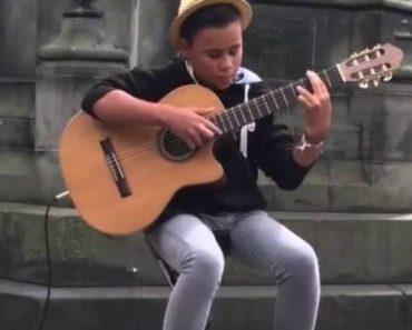 "Adolescente De 14 Anos Mostra Todo o Seu Talento Ao Tocar ""Bohemian Rhapsody"" Na Sua Guitarra 2"