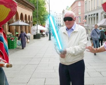 Hilariante Vídeo Mostra o Que Acontece Quando Estas Pessoas Aceitam Participar No Jogo Da Piñata 3