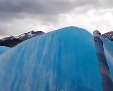 Iceberg Surge Do Nada Diante De Barco Turístico Na Patagónia 1
