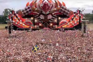 """Milhares De Pessoas Criam """"Terramoto Humano"""" Num Dos Maiores Festivais De Música Eletrónica 10"""
