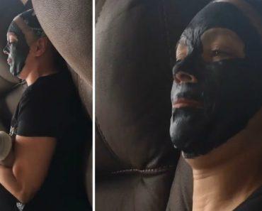 """Mulher Com Máscara Facial Dura Como """"Pedra"""" é Torturada Com As Cócegas Do Marido 1"""