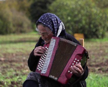 Tem 101 Anos De Idade e é a Mais Antiga Concertinista De Portugal 7