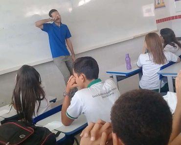 """Alunos Fazem """"Vaquinha"""" Para Professor Que Está Sem Salário Há Dois Meses 12"""