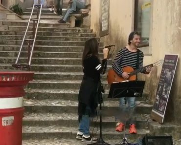 Daniela Mercury Canta (e Encanta) Com Artista De Rua Em Sintra 1