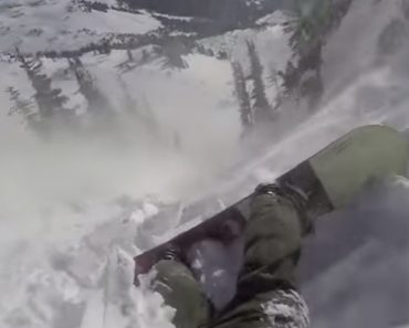 Praticante De Snowboard Filma o Assustador Momento Em Que é Arrastado Por Avalanche 3