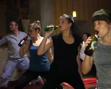 Conheça o Beer Yoga, Prática Que Alia Cerveja Ao Exercício Físico 6