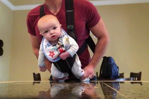 Pai Tem Ideia Criativa Ao Ficar Sozinho Em Casa Com o Seu Bebé 10