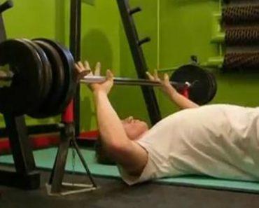 Cão Transforma Vídeo De Musculação Aborrecido Em Momento Hilariante 8