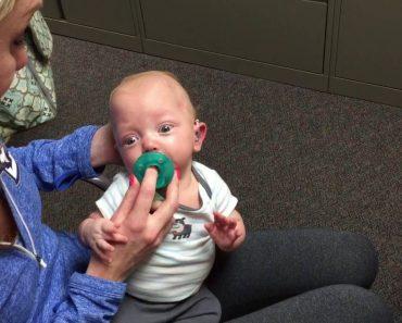 A Adorável Reação De Um Bebé Ao Ouvir a Sua Mãe Pela 1ª Vez Após Receber Próteses Auditivas 6