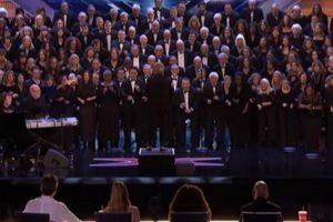 Coro Imita Som Da Chuva Com As Mãos e Conquista Jurados Do America's Got Talent 10