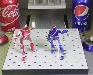 Criativo Homem Transforma Latas Vazias De Refrigerantes Em Robôs 3