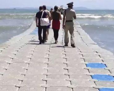 Turista Filma Momento Em Que Atravessa Doca Flutuante Na Tailândia 3
