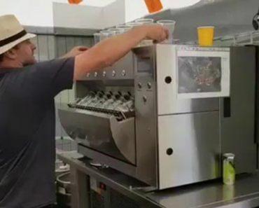 Ninguém Ficará Com Sede Perto Desta Máquina Que Enche 6 Copos De Cerveja De Uma Só Vez 6
