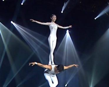 Talentosa Dupla De Artistas Faz Extraordinária Atuação Combinando Equilíbrismo Com Bailado 5