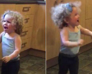 Nenhum Tropeção Ou Cabeçada Irá Tirar a Vontade De Dançar a Esta Menina De 2 Anos 5