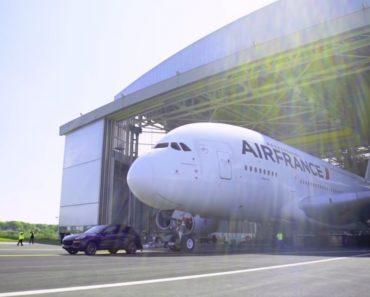 Porsche Bate Recorde Com Cayenne Puxando Airbus A380, o Maior Avião Do Mundo 8