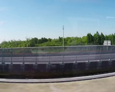Passageiro Capta o Alucinante Momento Em Que Dois Transportes De Levitação Magnética Se Cruzam a 430 Km/h 6