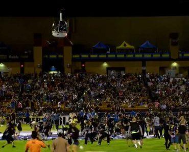 """""""Loucura"""" Nos EUA: Para Chamar Público Ao Estádio, """"Choveu"""" Dinheiro No Relvado 7"""