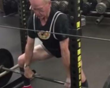 Reformado De 89 Anos Prova Que a Idade é Só Um Número Ao Levantar 185 Quilos 5