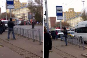 Homem Bêbado Trava Dura Batalha Com... Sinal De Trânsito 10
