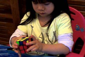 Menina De 2 Anos Resolve Cubo De Rubik Em 70 Segundos 10
