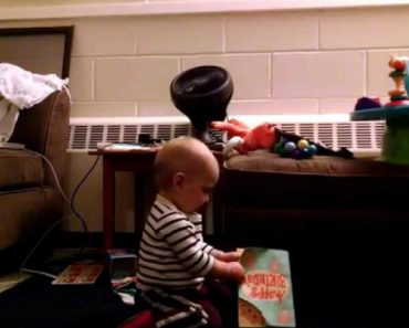 Bebé De 1 Ano Reage De Forma Maravilhosa Ao receber Um Postal Com Música 6