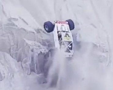Buggy Faz Subida Quase Vertical Sobre Uma Duna 1