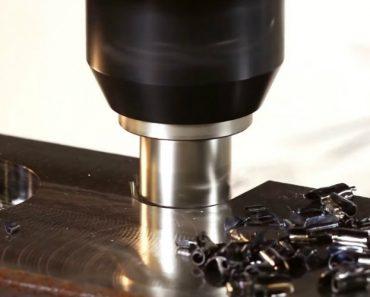 A Velocidade e Precisão Desta Máquina de Fresagem e Torneamento é Impressionante 6